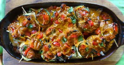 Scharfe Zucchini-Rouladen mit Rindfleisch- und Gemüsefüllung - Rezept - Bild Nr. 2