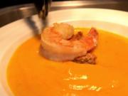 Kürbis-Mango-Suppe mit Ras el Hanout, Garnele und Croutons - Rezept - Bild Nr. 2