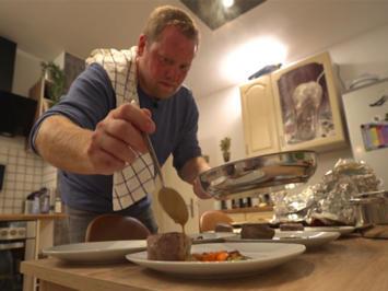 Rinderfilet an Pfeffersauce mit Herzoginkartoffeln und glasierten Möhren - Rezept - Bild Nr. 2