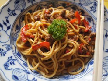 Rezept: Mie-Nudeln mit Hackfleisch pikant scharf