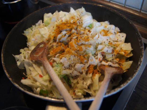 Scharf, pikanter Spitzkohl mit Mettbällchen und Möhren-Kartoffel-Stampf - Rezept - Bild Nr. 9