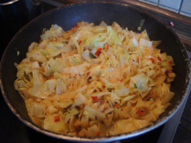 Scharf, pikanter Spitzkohl mit Mettbällchen und Möhren-Kartoffel-Stampf - Rezept - Bild Nr. 11