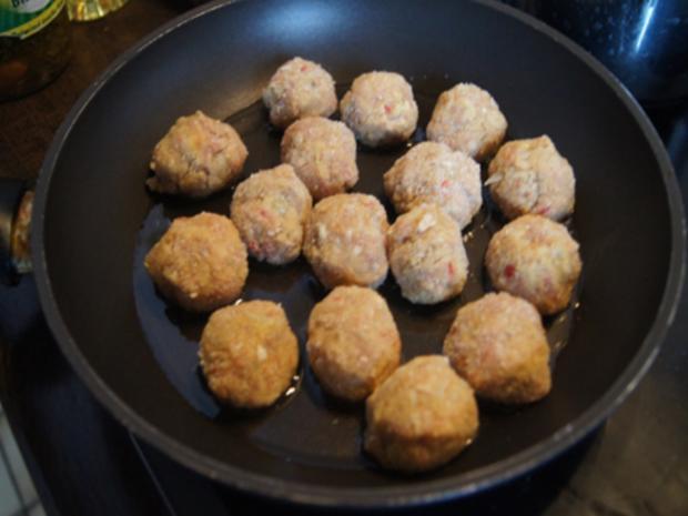 Scharf, pikanter Spitzkohl mit Mettbällchen und Möhren-Kartoffel-Stampf - Rezept - Bild Nr. 16
