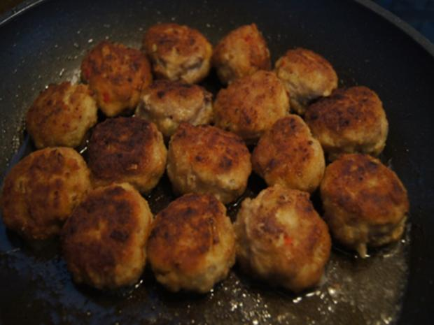 Scharf, pikanter Spitzkohl mit Mettbällchen und Möhren-Kartoffel-Stampf - Rezept - Bild Nr. 18