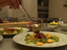 Gepökelter Truthahn mit gebackenen Kartoffeln und Rosenkohlblättern - Rezept - Bild Nr. 2