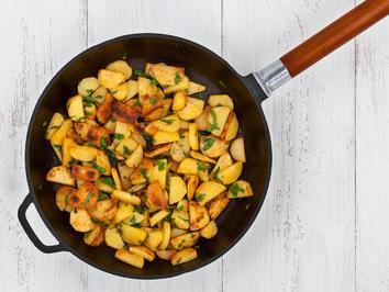 Bratkartoffeln mit Speckschwarte - Rezept - Bild Nr. 2