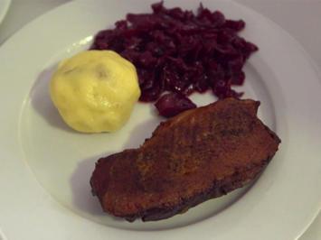 Martinsgans mit Ingwer-Rotkohl, marinierten Rosenkohl-Blättern und Walnussknödeln - Rezept - Bild Nr. 2