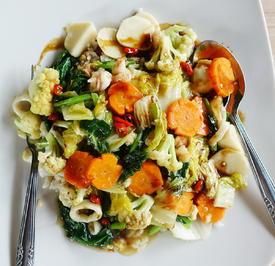 Gebratenes Gemüse mit Fischbällchen - Cap Cay Seafood ala Sriwidi - Rezept - Bild Nr. 2