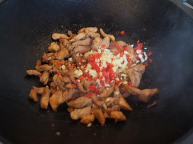 Putenbrustfilet mit Gemüse süß-sauer im Wok und gelber Basmatireis - Rezept - Bild Nr. 22