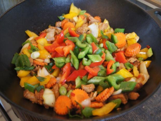Putenbrustfilet mit Gemüse süß-sauer im Wok und gelber Basmatireis - Rezept - Bild Nr. 28