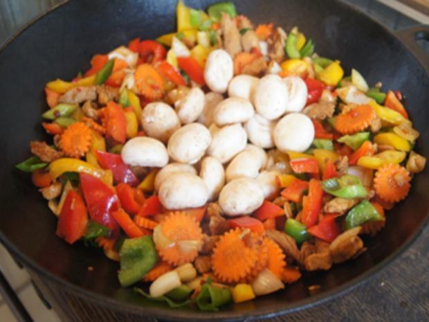 Putenbrustfilet mit Gemüse süß-sauer im Wok und gelber Basmatireis - Rezept - Bild Nr. 30