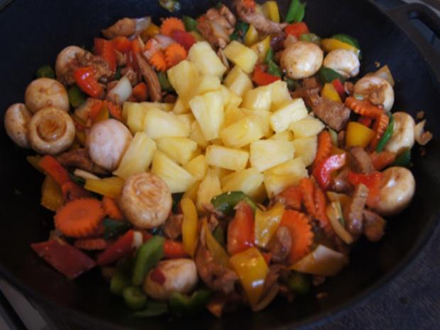 Putenbrustfilet mit Gemüse süß-sauer im Wok und gelber Basmatireis - Rezept - Bild Nr. 32