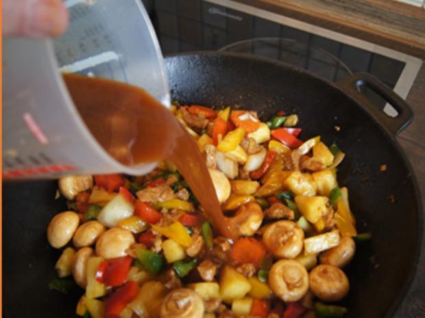 Putenbrustfilet mit Gemüse süß-sauer im Wok und gelber Basmatireis - Rezept - Bild Nr. 33