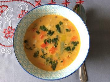 Rezept: Thai Red Curry Linsensuppe mit Gemüse und Berglinsen