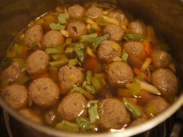Rindfleischsuppe mit Gemüse, Eierstich, Leberknödel und Nudeln - Rezept - Bild Nr. 8