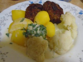 Kartoffel-Rindfleisch-Buletten mit Petersilien-Sauce, Blumenkohl und Drillingen - Rezept - Bild Nr. 2