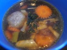Rindfleischsuppe mit Beinscheibe, Markknochen, Gemüse und Leberknödel - Rezept - Bild Nr. 2