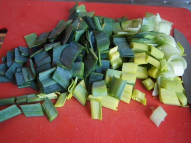 Rindfleischsuppe mit Beinscheibe, Markknochen, Gemüse und Leberknödel - Rezept - Bild Nr. 12
