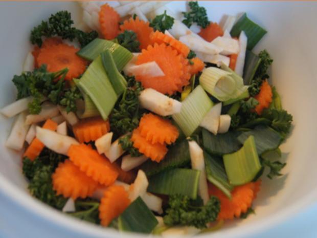 Rindfleischsuppe mit Beinscheibe, Markknochen, Gemüse und Leberknödel - Rezept - Bild Nr. 19
