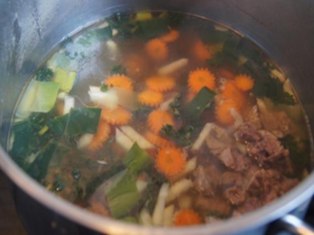 Rindfleischsuppe mit Beinscheibe, Markknochen, Gemüse und Leberknödel - Rezept - Bild Nr. 24