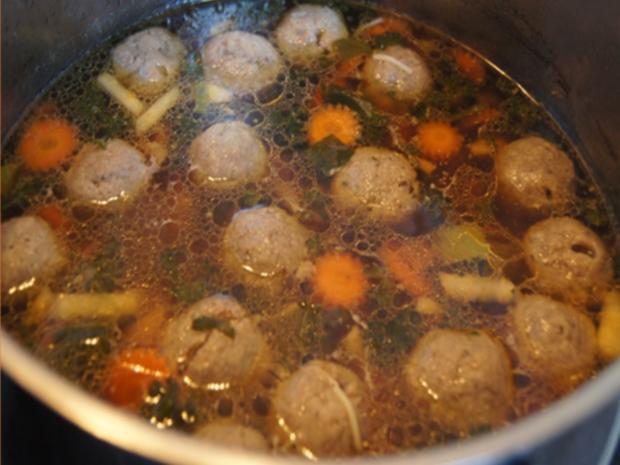Rindfleischsuppe mit Beinscheibe, Markknochen, Gemüse und Leberknödel - Rezept - Bild Nr. 30