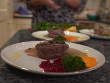 Rinderfiletmedaillons mit Trüffelsoße, handgeschabten Spätzle und Cranberrysoße - Rezept - Bild Nr. 2