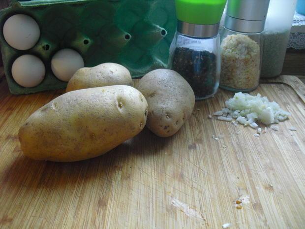 Hackfleischklößchen-Nudel-Suppe dazu Kartoffelpuffer - Rezept - Bild Nr. 10007