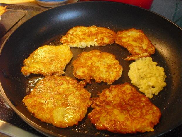 Hackfleischklößchen-Nudel-Suppe dazu Kartoffelpuffer - Rezept - Bild Nr. 10010