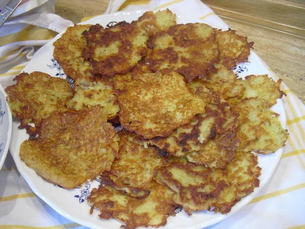 Hackfleischklößchen-Nudel-Suppe dazu Kartoffelpuffer - Rezept - Bild Nr. 10012