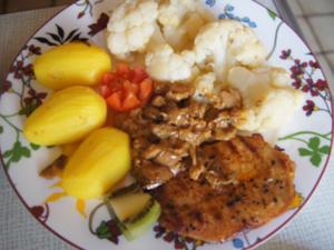 Schweinerückensteak mit Steinpilzsauce, Blumenkohl und Frühkartoffeln - Rezept - Bild Nr. 2