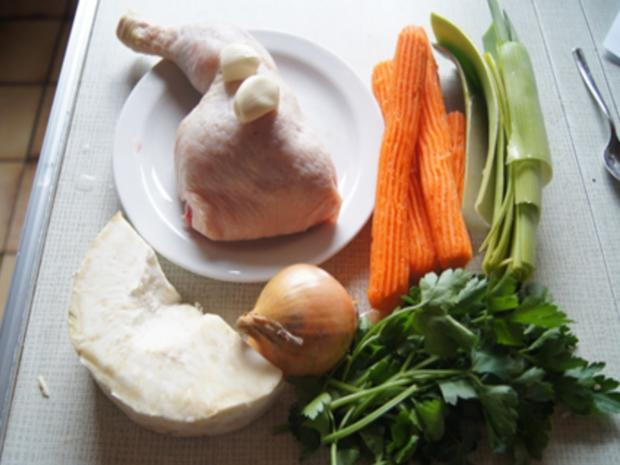 Suppe mit Hähnchenschenkel, Gemüse, Eierstich und Hörnchen Nudeln - Rezept - Bild Nr. 4