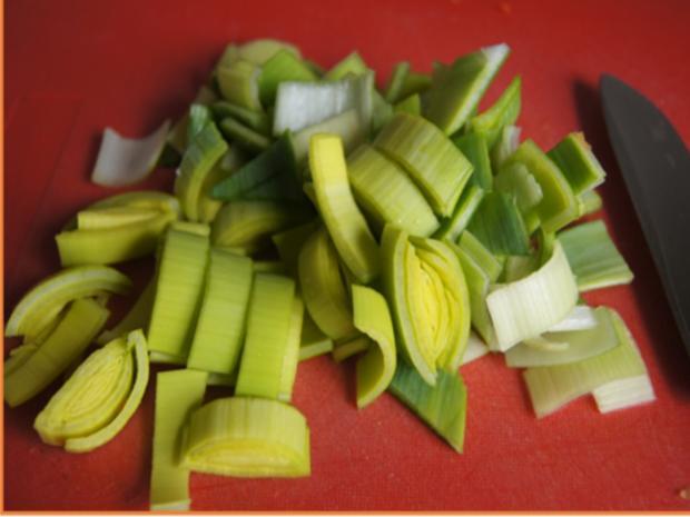 Suppe mit Hähnchenschenkel, Gemüse, Eierstich und Hörnchen Nudeln - Rezept - Bild Nr. 8