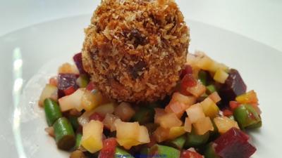 Rezept: Puttespraline serviert auf Rote Bete Bohnensalat und Apfelchutney