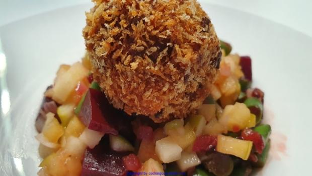 Puttespraline serviert auf Rote Bete Bohnensalat und Apfelchutney - Rezept - Bild Nr. 10040