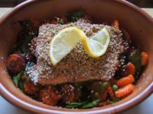 Sesam-Lachsfilet auf Möhrenblüten-Zuckerschoten-Gemüse - Rezept - Bild Nr. 2