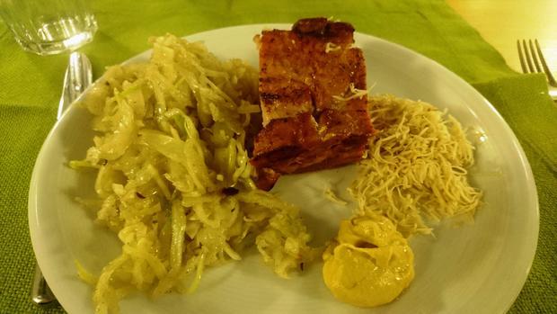 Krustenbraten vom Schwein mit Krautsalat - Rezept - Bild Nr. 7