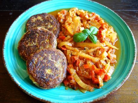 Kichererbsen-Zucchini-Laibchen mit Chinakohl-Letscho - Rezept - Bild Nr. 2