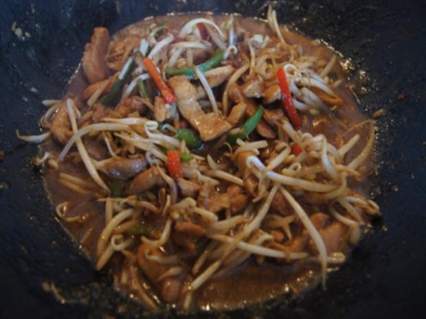 Gebratenes Hähnchenfleisch mit Mungoboh-nenkeimlingen und Gewürzreis - Rezept - Bild Nr. 10