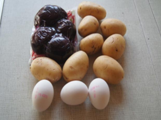 Gekochte Eier mit Senfsauce, Rote Bete Salat und Kartoffelpilzduo - Rezept - Bild Nr. 3