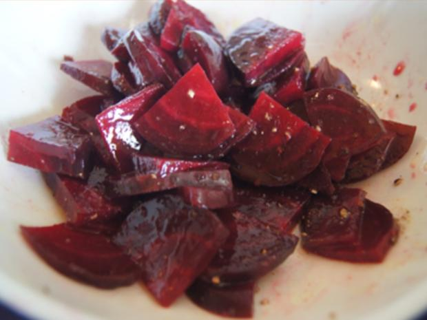 Gekochte Eier mit Senfsauce, Rote Bete Salat und Kartoffelpilzduo - Rezept - Bild Nr. 7