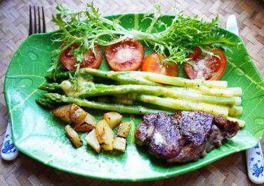 Kleines Hüftsteak mit grünem Spargel und Gemüse - Rezept - Bild Nr. 2