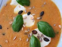 Möhrensüppchen mit Mozzarella und Basilikum - Rezept - Bild Nr. 2