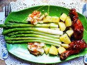 Frittierte Hühnerschlegel mit  Spargel und Kartoffeln - Rezept - Bild Nr. 2