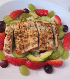 Fruchtiger Salat mit Putenstreifen - Rezept - Bild Nr. 2