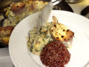 Kalbsmedaillons an Zucchini-Basilikum-Sahne und rotem Camargue-Reis - Rezept - Bild Nr. 2