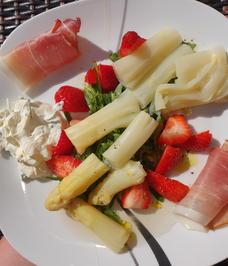 Spargel mit Rucola und Erdbeeren - Rezept - Bild Nr. 2