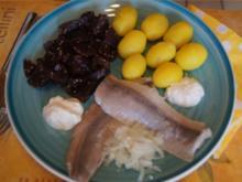 Matjesfilets mit kleinen Pellkartoffeln und Rote Bete Salat - Rezept - Bild Nr. 2