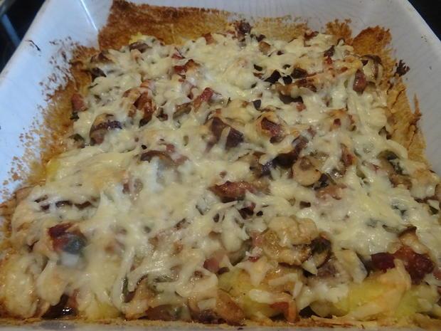 Gnocchi-Auflauf mit Pilzen und Bacon, dazu Tomatensalat mediterran - Rezept - Bild Nr. 3