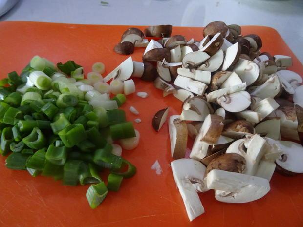 Gnocchi-Auflauf mit Pilzen und Bacon, dazu Tomatensalat mediterran - Rezept - Bild Nr. 8