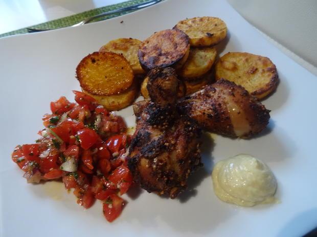 """Drum Sticks mit knusprigen Kartoffelscheiben, Tomatensalsa und """"Mayo"""" - Rezept - Bild Nr. 2"""